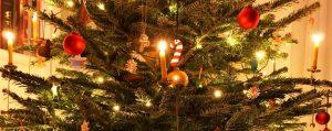 Festlich geschmückter Weihnachtsbaum