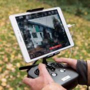 Steuerungseinheit mit Bildschirm einer Drohne