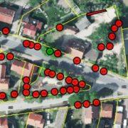 Luftbild mit gelben Linien und roten Punkten