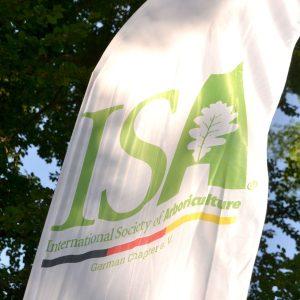 Flagge mit dem Logo der ISA