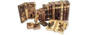 Mehrer Bücher aus Holz, teilweise geöffnet