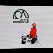Logo der Baumpflegetage und symbolischer Kletterer