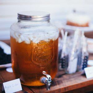 Gestränkespender mit Apfelwein gefüllt