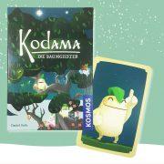 "Karte und Verpackung des Kartenspiels ""Kodama - Die Baumgeister"""